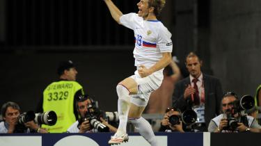Roman Pavlyuchenko jubler efter at have scoret Ruslands første mål i kvartfinalen mod Holland.