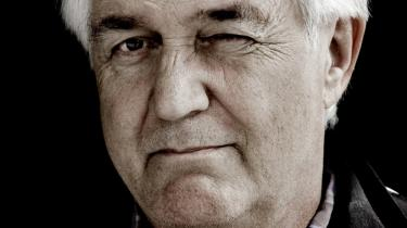 Henning Mankell sammenligner sig uforfærdet med Günter Grass og Thomas Mann. Men har han ikke misforstået noget?