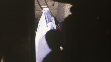 En førende ekspert anslår, at der bliver begået minimum 1.000 æresdrab om året i Pakistan.
