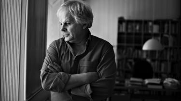 Peter Bieri skriver tanketunge romaner under pseudonymet Pascal Mercier. Han har en fortid som universitetsprofessor i analytisk filosofi og er i dag en af samtidens vigtigste litterære stemmer.