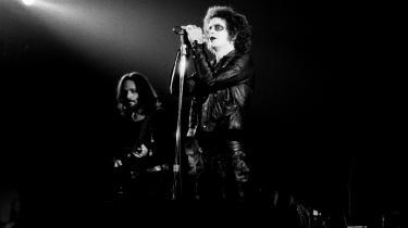 Det er Andy Warhols berømte udsagn 'I wanna be a machine', som overføres til rockmusikken, når Lou Reeds mest selvdestruktive og paranoide album opføres i Operaen i grandios musikalsk iscenesættelse