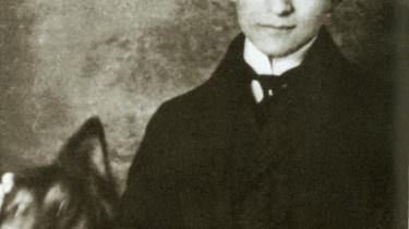 Franz Kafka blev født i 1883 i en jødisk middelklasse-familie. Hans mest berømte roman, -Processen-, fra 1925 blev et symbol på det 20. århundredes totalitarisme og skabte begrebet -kafkask-, som både beskriver bureaukratiets lænker og livets absurditeter.Arkiv