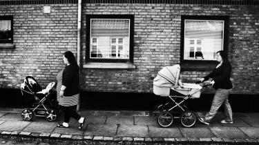 Lollands førstegangsfødende er Danmarks yngste. Men bare fordi man er ung, kan man godt være en god mor, siger Tine. I Rødby er førstegangsfødende i gennemsnit 24 år