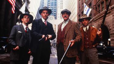 Brian De Palmas gangsterdrama om kvartetten, der knaldede Al Capone i forbudstidens gennemkorrupte Chicago er veleksekveret og bundsolid underholdning