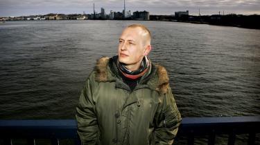 Jakob Ejersbo på Limfjordsbroen, Ålborg i forbindelse med premiere på filmatiseringen af bogen 'Nordkraft'. Hans død kom ikke bag på de nærmeste. Han havde været syg længe.