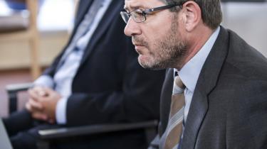 Bestyrelsesformand Peter Müller og administrerende direktør Søren Kaare-Andersen (forrest) i Roskilde Bank bærer en stor del af ansvaret for, at det gik galt for banken, mener en lektor.