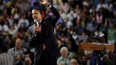 Barack Obamas forestående Europa-tour kan blive det rene triumftog. Her vinker han til tilhørere i Fairfax, Virginia forleden.