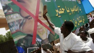Den Internationale Straffedomstols beslutning om, at anmode Haag-domstolen om at udstede en anholdelsesordre på Sudans præsident Omar al-Bashir for at stå bag folkemordet i Darfur, har de seneste dag ført til omfattende demonstrationer i landet.
