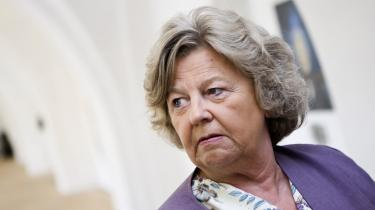 Siden januar, da integrationsminister Birthe Rønn Hornbech senest strammede praksis, har pensionister ikke været omfattet af EU's regler for familiesammenføring. Men ministerens tolkning er i strid med EU-retten, vurderer eksperter, som forudser, at Danmark vil tabe en eventuel sag ved EF-Domstolen
