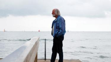 Svend Åge Madsen går ofte ned til stranden i Risskov, når han har brug for at rense hovedet: -Her kommer indtrykkene udefra i stedet for indefra. I stedet for at tænke over historierne prøver jeg at slippe dem,- siger han.