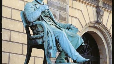 Adam Oehlenschlæger begyndte oprindeligt at læse jura. Efter Det Kongelige Teaters genoplivning af det lykkeligt glemte stykke, -Fostbrødrene-, ønskede man, at han havde holdt sig til jurastudiet.