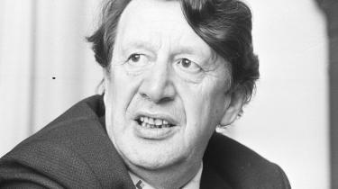 Opråb. I 1977 himlede Erhard Jacobsen op om en skoleklasse i Albertslund, som i et halvt år havde studeret et så underlødigt tema som 'revolution'. Det viste sig siden at være en anklage uden hold i virkeligheden.