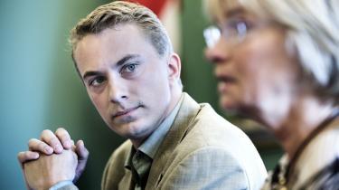 Alle følger de tonearten fra de fremmeste EU-skeptikere i Dansk Folkeparti, der nu har valgt folketingsmedlem Morten Messerschmidt, 27, som spidskandidat til EU-valget juni 2009.