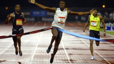 Gensyn. Jamaicas Usain Bolt vinder over USA-s Tyson Gay (t.v.) og Darvis Patton i mændendes 100 meter ved Reebok Grand Prix i New York tidligere på året og sætter en ny verdensrekord på 9,72 sekunder. Bolt og Gay skal mødes på ny i Beijing.