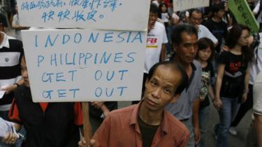 Tidligere på året demonstrerede kinesiske arbejdere mod migrantarbejderne. Men nu er Kinas migrantarbejdere begyndt at kæmpe for deres egne rettigheder.