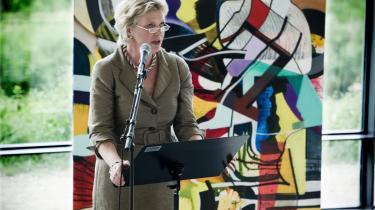 Allis Helleland går af som direktør for Nasjonalmuseet i Oslo efter blot et år på posten. På billedet holder Allis Helleland sin afskedstale på Statens Museum for Kunst, hvor hun tidligere var direktør. Begge steder har hun været en kontroversiel skikkelse.