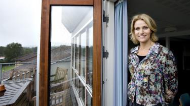Selv om 2008 hidtil har været et annus horribilis for Fogh-regeringen, har Helle Thorning-Schmidt ikke evnet at erobre den politiske dagsorden.