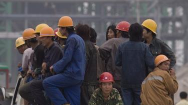 Den kinesiske sværindustri bliver flyttet uden for storbyerne til steder som provinsen Heibei, der har fået et stålværk. Det betyder bedre jobs - men først og fremmest meget mere luftforurening.
