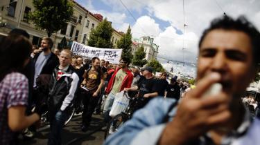 Protester. Over det meste af Sverige har der gennem sommeren været protester mod den lov, politikerne havde troet ville gå glat igennem. Her er det netværket Sort Mandag, der demonstrerer i Göteborg.