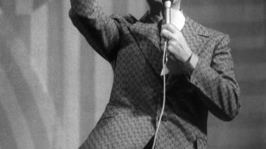 -På med pilen, Palle-, gik over i sproget takket være DR-s monopol på tv-transmission. Her ses showmaster nummer et , Otto Leisner, i hopla som vært i quizprogrammet Den Gyldne Pil i 1972.
