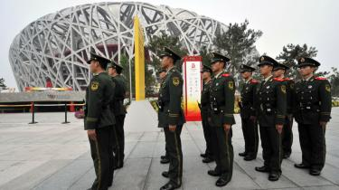 Kina har med sin afholdelse af OL igen ført legene tilbage til de tider, hvor OL handlede om statslige manifestationer snarere end rekorder. Og arkitektnavnet bag en del af bygningsværkerne er det samme som ved et andet - berygtet - OL.