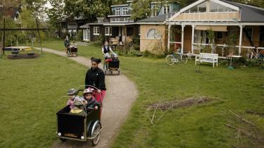 Tid til børn. Christianias børnhave er den danske institution i undersøgelsen, hvor tiden bliver brugt på børnene og ikke på papirarbejde, men den er heller ikke underlagt andre regler end Christianias.