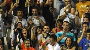 Sidste søndag viste Valencia CF tænder i halen på en katastrofal sæson med en 3-2-sejr over Real Madrid i Super Cup-ens første ben. Her fejrer Valencias David Villa sit mål.