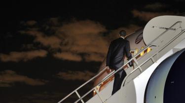 Ny kurs mod verden. Det bliver ikke det gamle hold af demokrater, der kommer til at udstikke Obamas udenrigs- og sikkerhedspolitik. Den gamle garde støttede Clinton. Nye navne er blevet knyttet til Obamas kampagne, og de har tænkt sig, at USA skal tænke stort.
