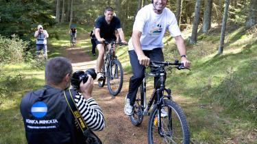Statsministeren benyttede sig af åbningen af naturparken i Thy til at få sig en cykeltur - og en foto-sceance - efter præsentationen af regeringens udspil til en miljøplan.
