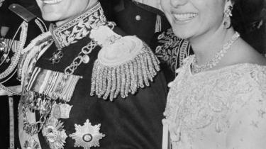 Jyllands-Posten og Berlingske Tidende kastede sig over shah Reza Pahlavis kroningsceremoni med stor benovethed. Her et billede fra shahens bryllup med Farah Diba i 1959.