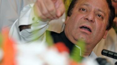 Pakistans tidligere premierminister Nawaz Sharif trak i går sit parti ud af koalitionsregeringen i Islamabad. Han beskylder koalitionspartneren Pakistans Folkeparti for løftebrud. Nu stiller de to partier med hver deres kandidat til præsidentvalget.