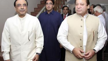For en uge siden gik præsident Musharraf af i Pakistan. Nu er koalitionsregeringen brudt sammen