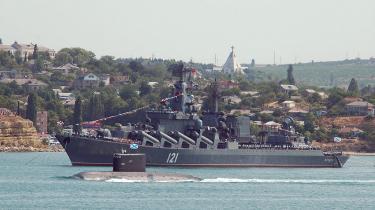 Her ses den russiske sortehavsflåde med krydsere og ubåde på sin årlige festdag i maj i farvandet ud for den ukrainske by Sebastopol. I henhold til en aftale fra 1997 lejer Rusland Sevastopolbasen frem til 2017 for næsten 500 millioner kroner om året.