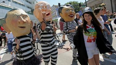 Amerikanerne er altså indforståede med, at deres regering er blevet et kriminelt regime, mener Naomi Wolf.