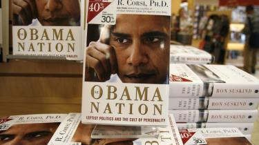 Valgkamp. Det vælter ud med titler om præsidentkandidaterne i USA, om hvordan de virkelig er, hvordan de bliver som præsidenter, hvordan deres koner er -og har Obama virkelig lagt sit kokainmisbrug bag sig? Politiske bøger er blevet en effektiv del af den amerikanske valgkamp. Selv i disse post-litterære tider er bogen stadig det medie, der er forbundet med størst troværdighed, mener mediekommentatoren Eric Burns.