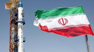 Irans egen raket, Safir Omid, der to gange med succes har løftet en satellit i kredsløb. Landets evne til at sende satellitter op er for Vesten et tegn på Irans forbedrede teknologi, som underbygger frygten for, hvad landet kan inden for atom-teknologi.