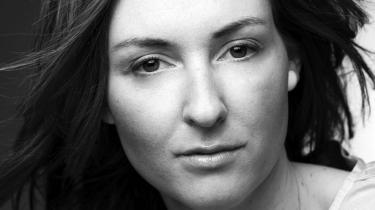 Christina Hagen er på én gang uselvstændigt trendy og så egensindig individuel. Kort sagt er hendes debutbog gennemført.