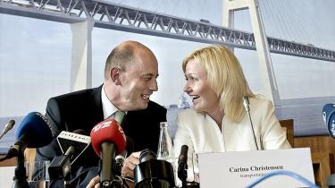 Transportminister Carina Christensen og hendes tyske kollega Wolfgang Tiefensee mødtes i går for at indgå en endelig aftale om at etablere den faste forbindelse over Femern Bælt. Broen ventes at stå klar om ti år.