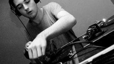 16-årige, danske Mike Sheridan kan destillere følelser og fortæller historier med sine elektroniske landskabsmalerier. Her er talent til op over begge ører. Mens den danske klubscene ifølge en ny antologi er lidt for optaget af fornøjelse, frem for formfornyelse