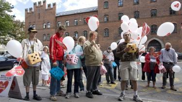 Udviklingshæmmede, som tidligere på sommeren demonstrerede foran Københavns Rådhus. Ligesom andre grupper i den sociale sektor er det i stigende grad ufaglærte, der arbejder på de forskellige institutioner, og det giver problemer.