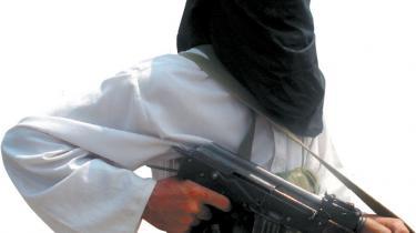 Syv år efter 11. september-angrebene står pakistanerne med et ben i hver lejr i 'Krigen mod terror'