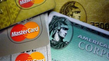 Dannede mennesker taler ikke om penge. Men for det handler ikke om andet end penge. Hvem, der har dem, og især hvem, der er ved at miste dem.