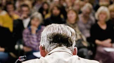 -Den der stupide latter, der lød nu, er jo netop symptomet på, at man i Danmark ikke kan skelne mellem religionskritik og had til muslimer,- sagde Dansk Folkepartis Jesper Langballe til publikum, da han deltog i Den Femte Salons debat torsdag aften.