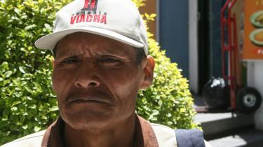 Pablo Luna Equiza fra bondefagforeningen CSUTCB overlevede massakren i Pando i Bolivia 11. september. Han var del af det bondeoptog, som var ved at krydse Tahuamanu-floden, da Pando-præfektens lejemordere åbnede ild.