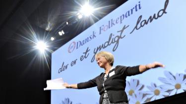 Pia Kjærsgaard vil ikke stille ultimative krav til regeringen, mens der i partiets bagland er røster, der ønsker Danmark ud af EU i protest mod EU-Domstolens indflydelse på dansk udlændingepolitik.