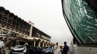 Uanset om bomben på Marriott-hotellet var rettet mod udlændinge eller mod den pakistanske ledelse, er reaktionen i Pakistan, at terror-angrebet i vid udstrækning ændrer befolkningens opfattelse af -krigen mod terror-. Den er nu ikke længere blot et amerikansk fænomen, men også et internt pakistansk anliggende. Mindst 60 mennesker blev dræbt ved angrebet.