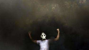 Selv hardcore Lazio-fans og hårdtpumpede 'casuals' fra Vestegnen blegner sammenlignet med de 15-årige drenge, der slås, så blodet siver ufilmisk ned ad de slavisk udhulede kinder. Her byder en fan af Zenit Skt. Petersborg udeholdet CSKA velkommen med en T-shirt med påskriften 'Velkommen til Helvede'.