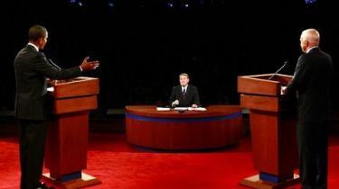Amerikanske medier tøver med at udråbe en vinder efter den første debat mellem præsidentkandidaterne Obama og McCain. De fulgte manuskriptet, mener aviserne