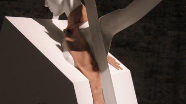 -Hugging Hands- - et halstørklæde med -hænder- for enderne, så den, der bærer det, får følelsen af at blive omfavnet.
