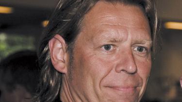 Et af Danmarks førende filmproduktions-selskaber, Nimbus Film, er i så stor økonomisk krise, at direktør Jørgen Ramskov nu er fratrådt sammen med en tredjedel af medarbejderne. Selv ser Ramskov frem til at gå mere i biografen